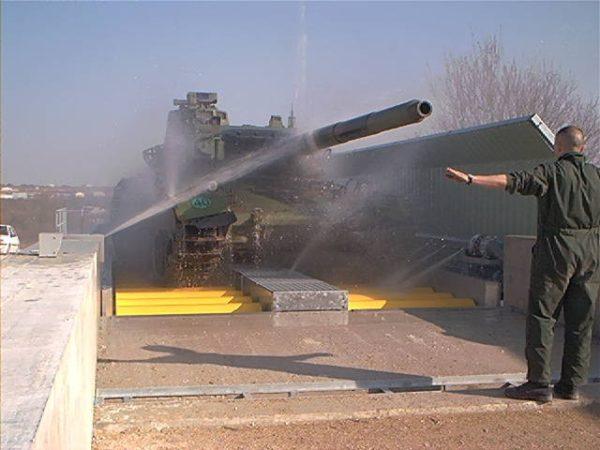 Aire de lavage vehicules chenilles