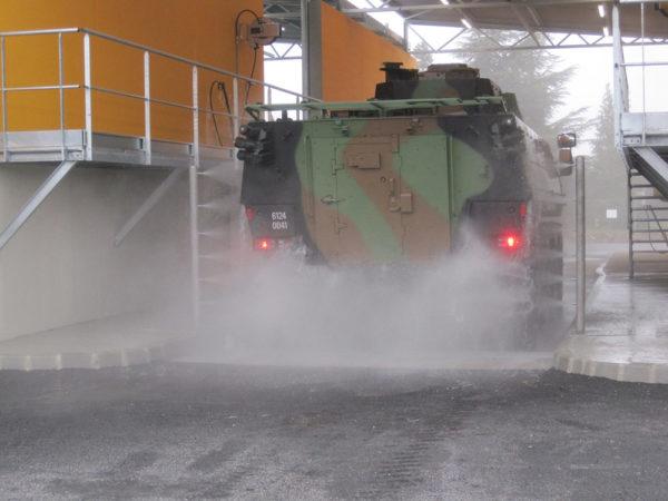 Aire de lavage pour vehicules militaires