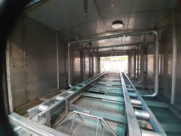 Interieur tunnel de lavage pieces train