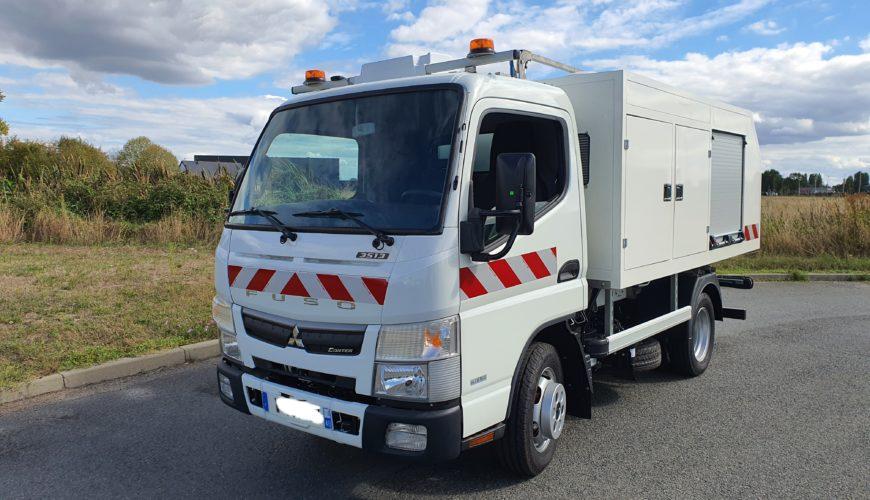 Camion équipé d'un nettoyeur autonome